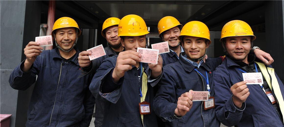 工会助2000农民工买返乡票