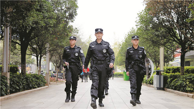 """5名""""国庆生""""警务人员看五华公安创新之变"""