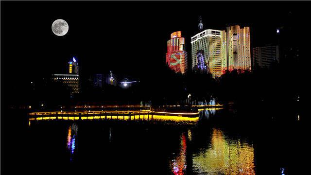 """北京路盘龙江点亮昆明""""夜的美"""""""