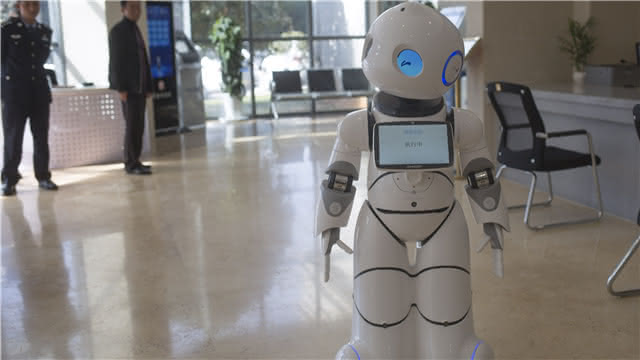 """导诉机器人""""入职""""官渡法院"""