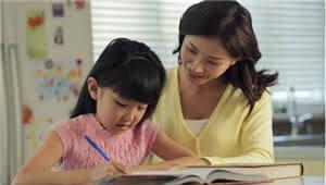 昆明娃娃日均写作业2.79小时 近8成家长天天陪写