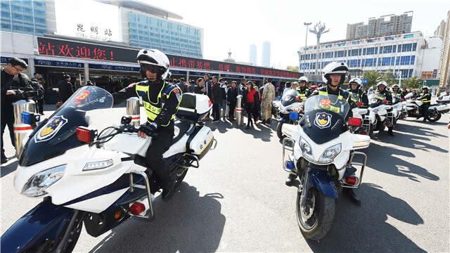 官渡警方24小时全员在岗保春运平安