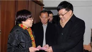 五华区人大常委会领导看望慰问困难党员