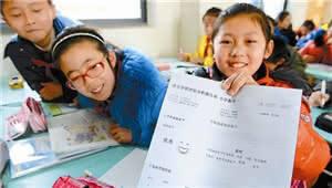"""小学""""成绩分层""""加大 教育均衡化是低水平的公平?"""
