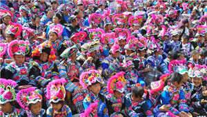 正月十五来赛装 永仁彝族赛装节展最炫民族风