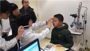 儿童眼科专家乔彤主任康特森看诊 家长感叹:还好没放弃