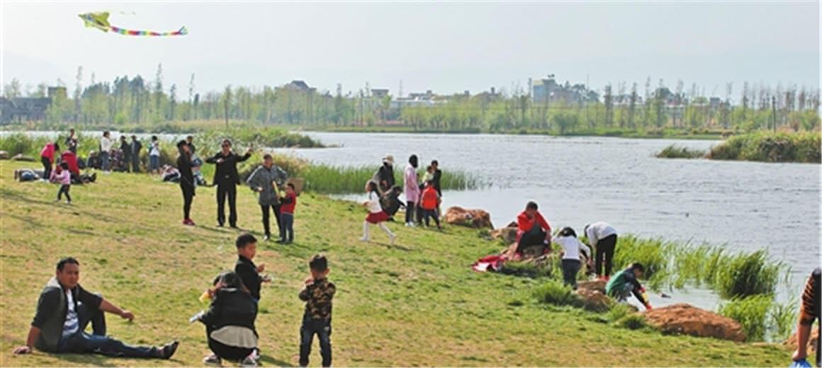 昆明:湿地公园里尽享春光