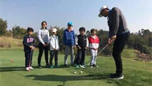 """学校里打高尔夫!昆一中西山学校""""三点半""""课堂又多好选择"""