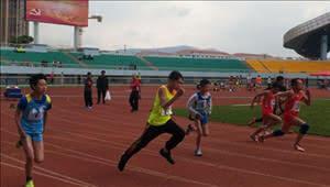 精彩!昆明中小学生田径运动会开幕 近千人参加比赛
