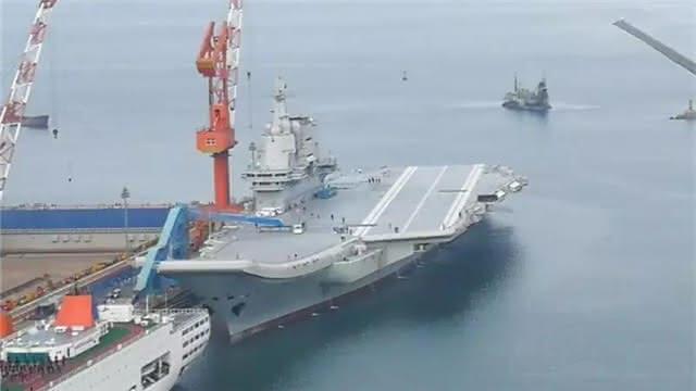 重大!第一艘国产航母出港海试了