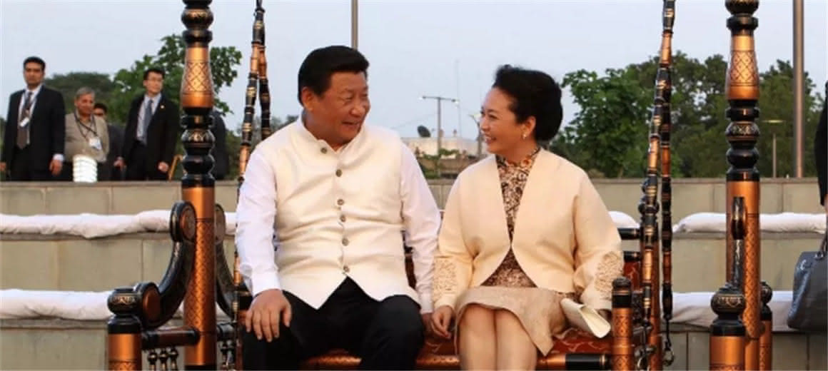 习近平和彭丽媛:这就是爱情的样子