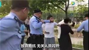 """上海警察""""教科书式执法""""走红:让公平正义被看见"""