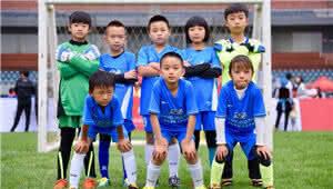 """昆明也有""""世界杯""""?小小少年角逐足球邀请赛"""