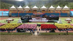 骏马飞驰迎端午 6万余人香格里拉赛马节狂欢