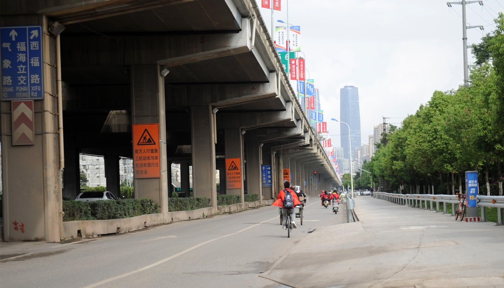 南二环西段围挡施工首日 市民表示理解