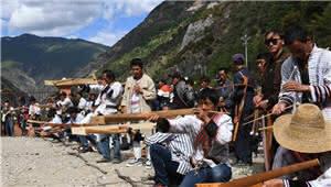 拍客|民族体育——傈僳族群众举行射弩比赛
