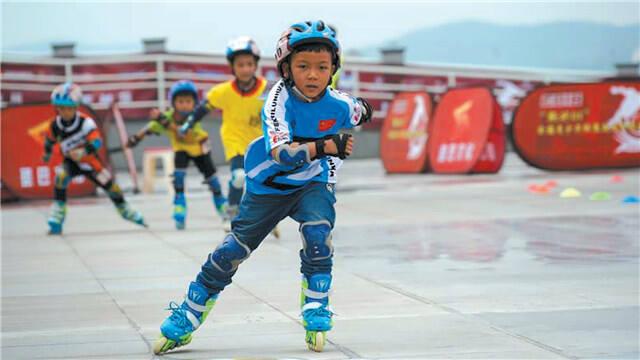 昆明市第三届轮滑公开赛开幕
