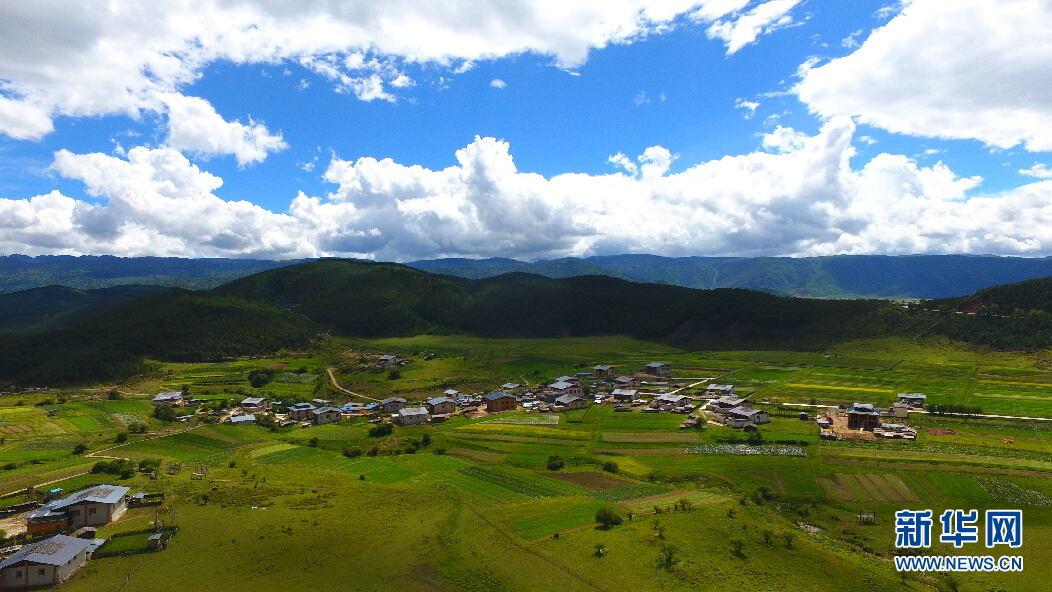 俯瞰秀美的高原牧场。