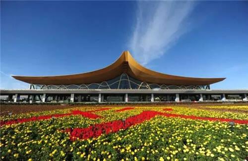 昆明长水国际机场 昆明长水国际机场是全球百强机场之一,是中国面向东南亚、南亚和连接欧亚的国家门户枢纽机场,中国西南部地区唯一的国家门户枢纽机场。