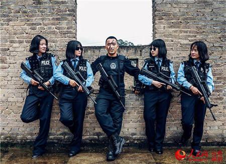 近日,云南警官学院反恐怖方向毕业生的一组照片让不少人大呼:又帅又酷!