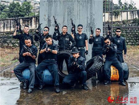 云南警院反恐怖方向毕业照:酷!