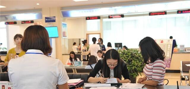 昆明经开区:领导干部轮流坐班政务服务中心