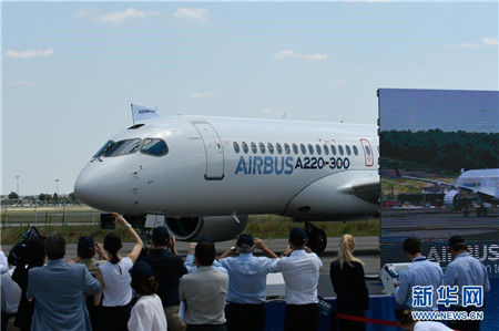 据介绍,空客A220系列飞机包括A220-100和A220-300两种型号。(来源:新华社 责编:靳玉娇 一审:周婷)
