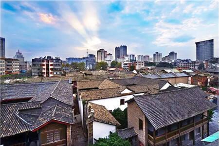 老城区与新城区。