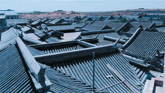 来这里!带你爬上《邪不压正》的屋顶世界
