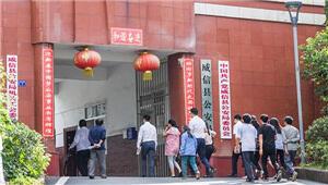 云南威信56岁教师猥亵多名小学生 官方:已被警方刑拘