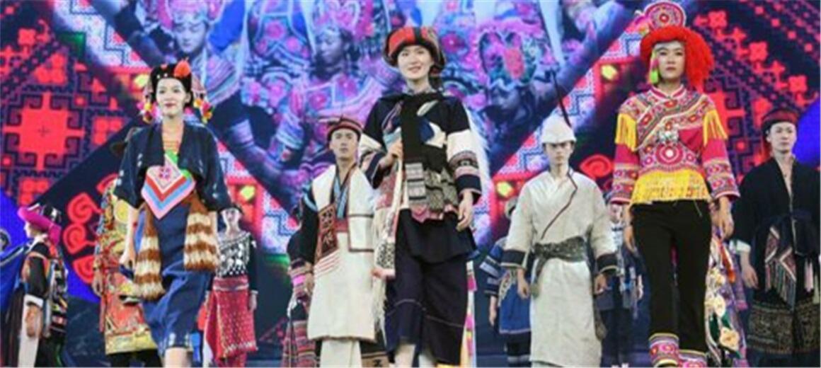 民族赛装文化节颁奖文艺晚会在楚雄举行