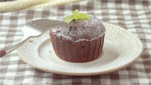 吃一口这个蛋糕就想唱:喔你的甜蜜打动了我的心……