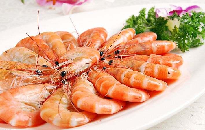 昆明部分海鲜价格下跌明显 基围虾每公斤跌20元