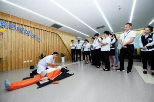 应急救护培训 盘龙区政务中心工作人员学急救技能
