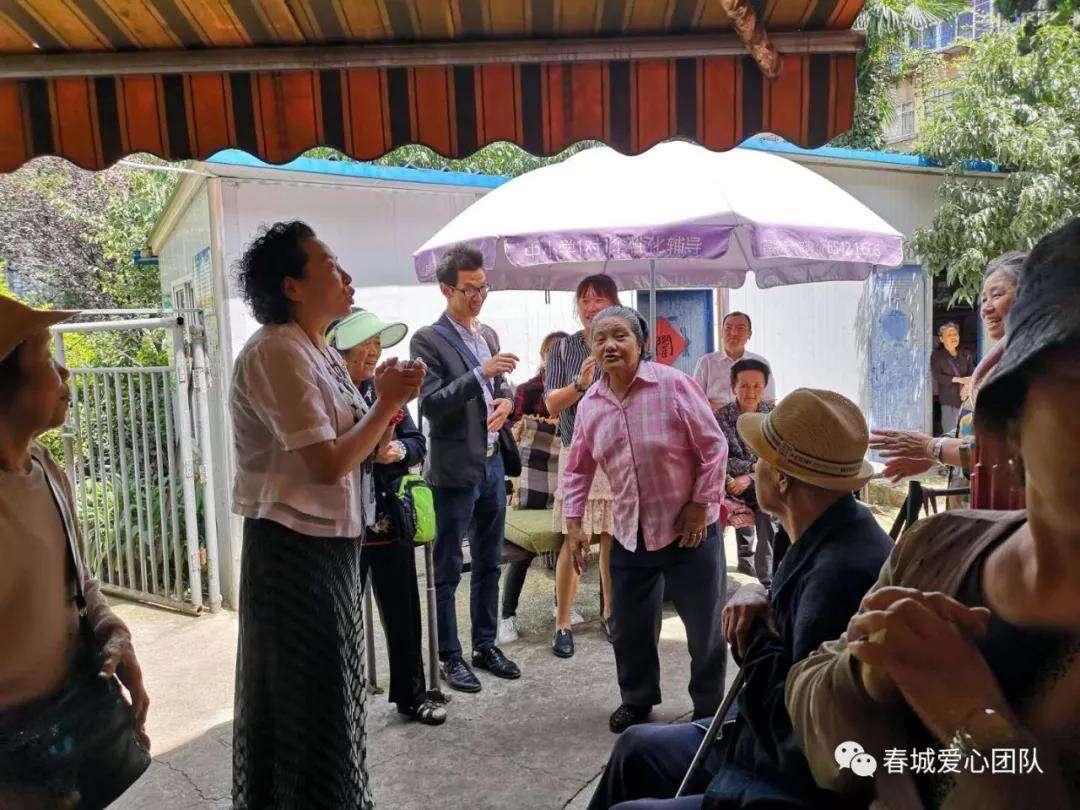 重阳节前送温暖 春城爱心团队走进敬老院