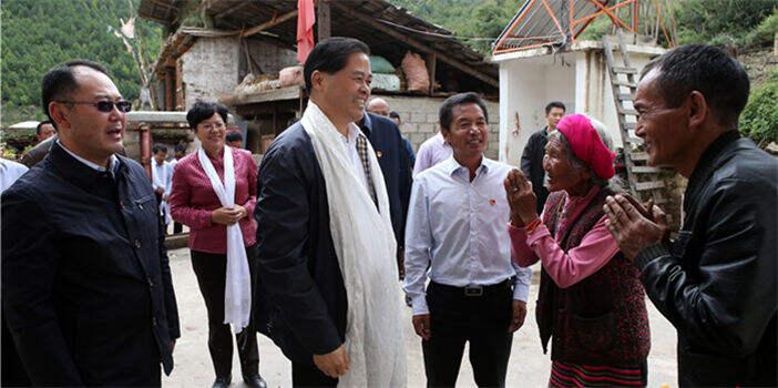 陈豪在迪庆德钦调研强调:推动藏区脱贫攻坚和长治久安