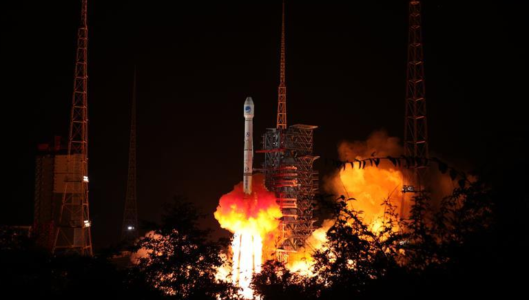 """""""一箭双星""""!我国成功发射两颗北斗导航卫星"""