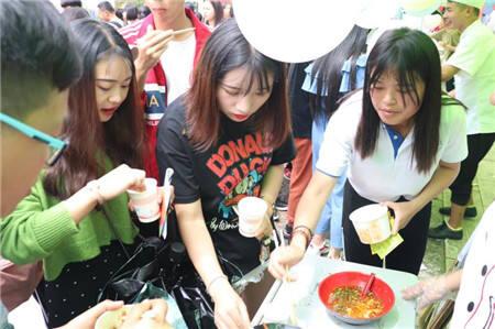 羡慕!这家学校的美食节,不仅美味还全免费!