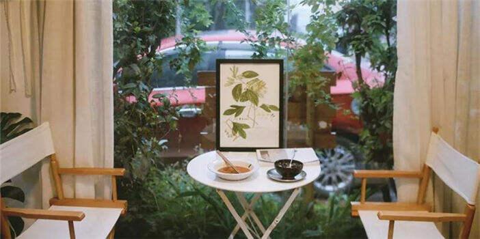 在庭院中发呆,在咖啡屋怀旧