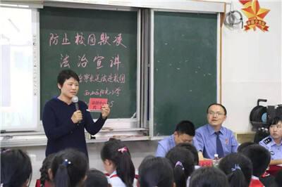 """""""守护青春、相伴成长"""" 昆明市""""送法小分队""""进校园"""