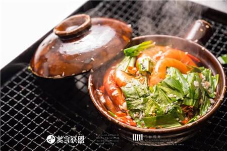 昆明这家烧烤店 用一锅桑拿虾成功拴住所有人的胃