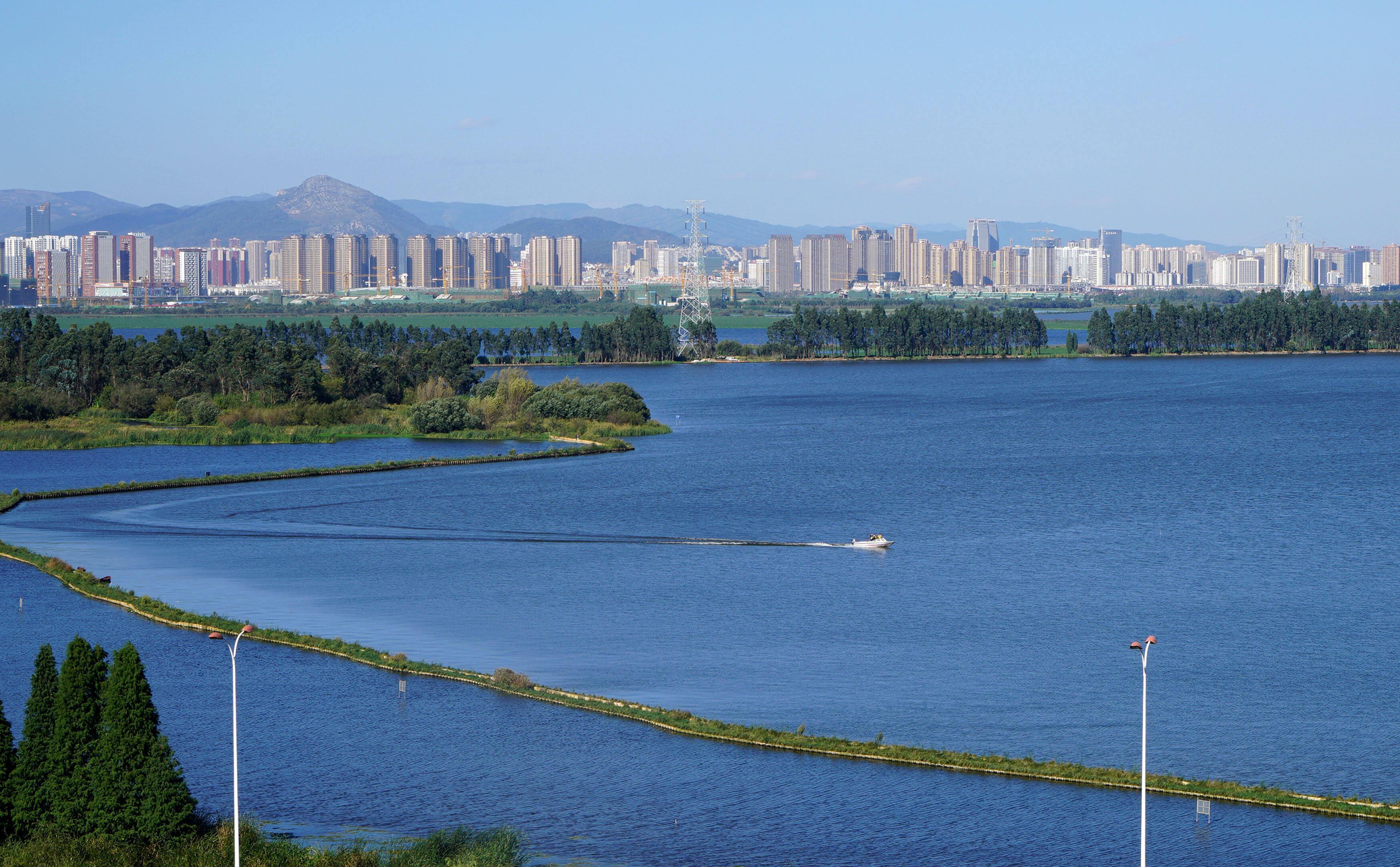 新华社关注昆明:滇池水质持续向好 总体保持Ⅳ类