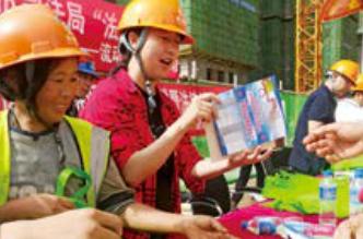 昆明市妇联:多形式开展普法宣传