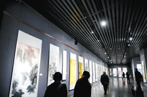 昆明市博物馆展出360幅作品 展现改革开放成就