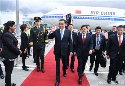 李克强抵达新加坡进行正式访问并出席东亚合作领导人系列会议