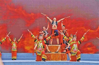 彝族花灯一枝秀 红河建水地方戏曲专场演出上演