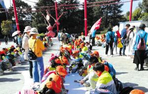 度假区大渔小学800名师生到民族村研学