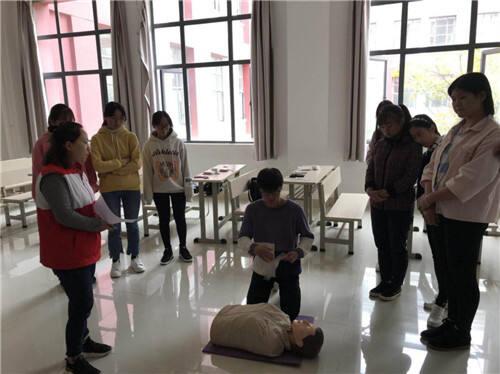 五华区红十字会为昆工学子开展应急救护培训
