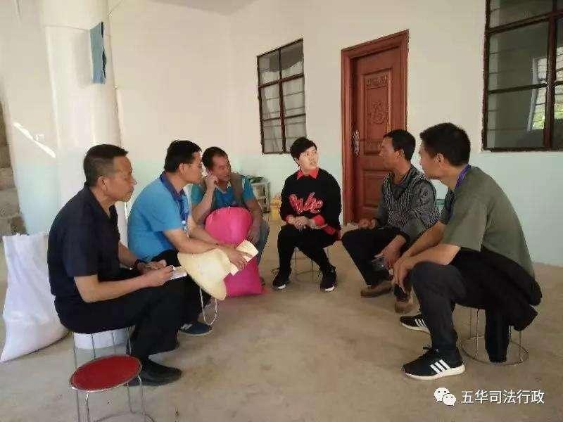 五华区司法局到乌东德镇中村小组开展挂包帮、转走访工作
