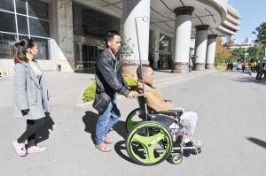 共享轮椅走进昆明多家医院 2小时内免费使用